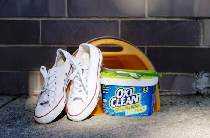Белая обувь требует регулярной чистки
