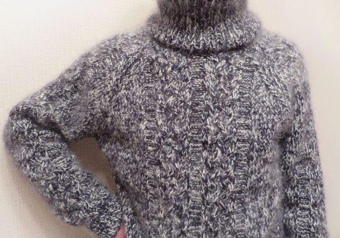 Теплый связаный свитер на зиму