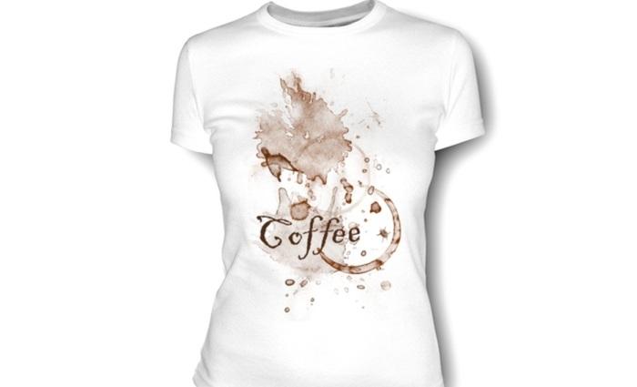 Ужасные пятна от кофе на белой футболке