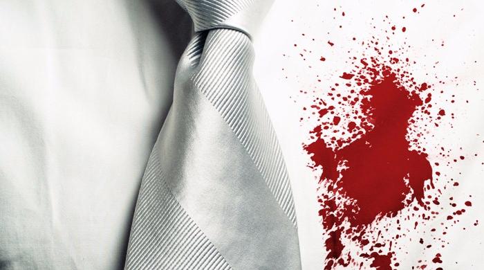 Испачканная белая рубашка