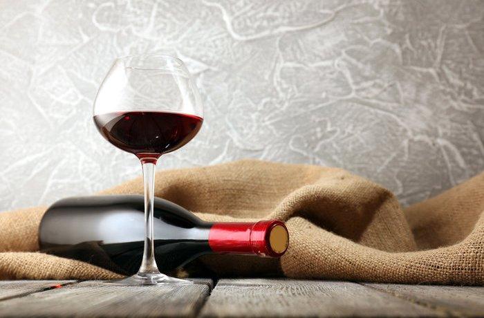 Многие люди любят красное вино
