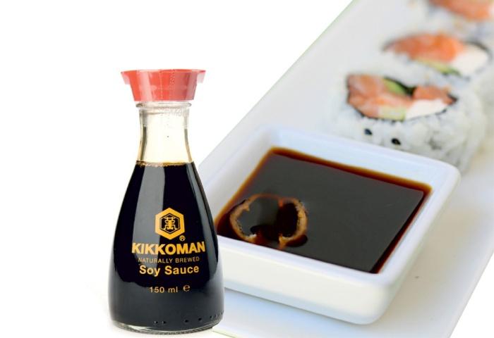Соевый соус является основной приправой для суши