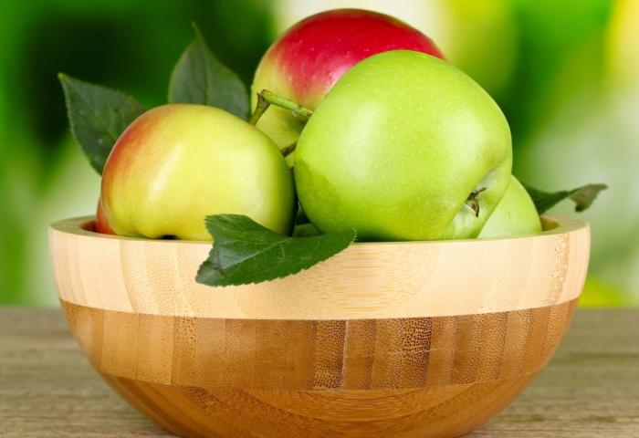 Сочные и спелые яблоки