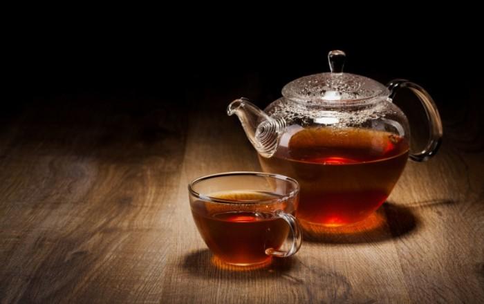 Как вывести пятно от чая с различных вещей, простые способы
