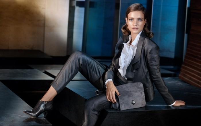 Брючный костюм носят многие девушки на работу