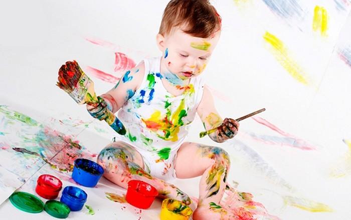 Все дети любят рисовать красками