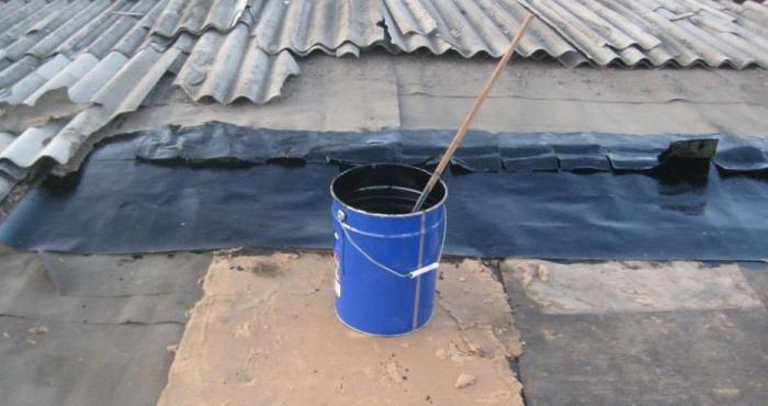 Заливка крыши гудроном