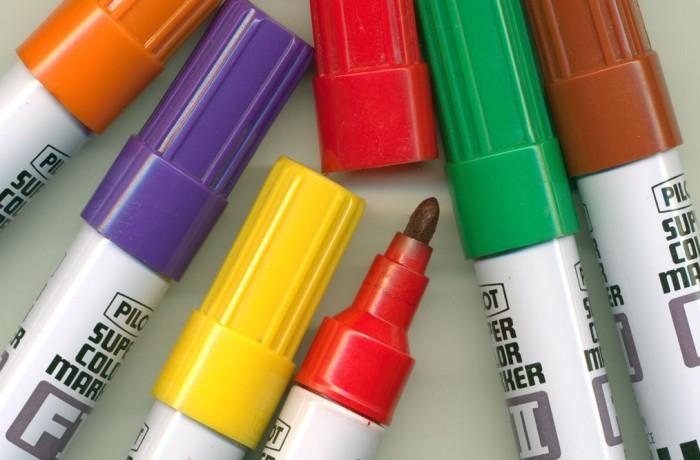 Обычные спиртовые маркеры разных цветов