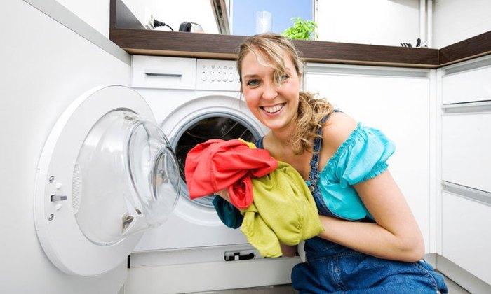 Стирка вещей при помощи стиральной машинки