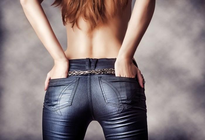 Темные джинсы чаще всего красятся