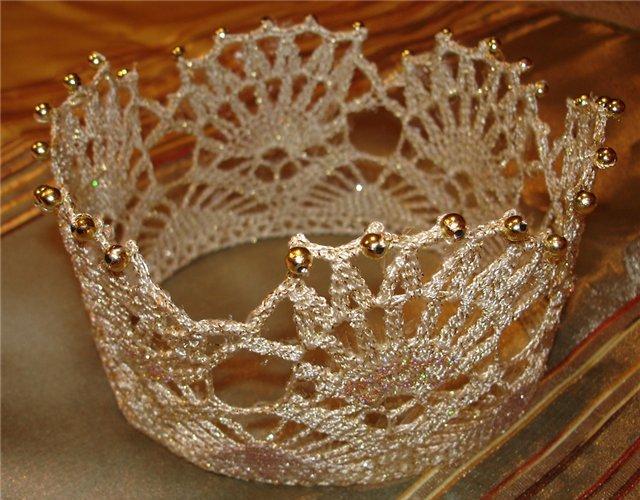 Накрахмаленная вязаная корона