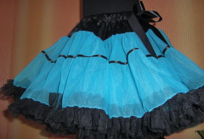 Симпатичная расцветка вечернего платья