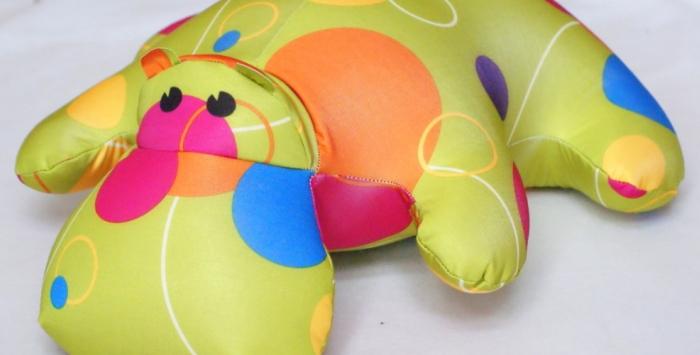 Мягкая подушка в виде бегемота