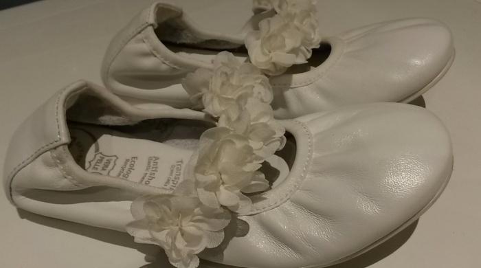 Кожаные чешки белого цвета