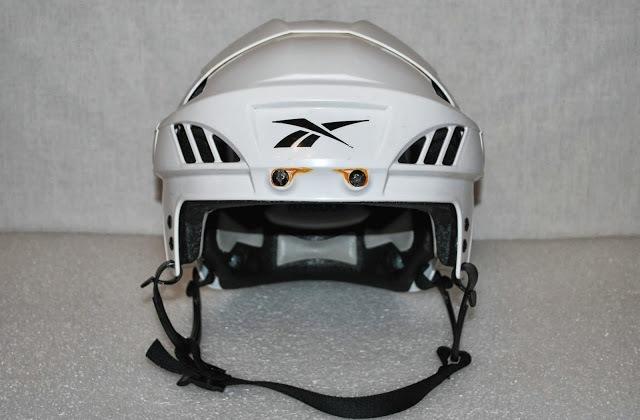 Удобный хоккейный шлем
