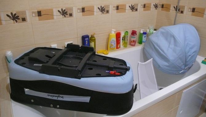 Чистка коляски в ванной комнате