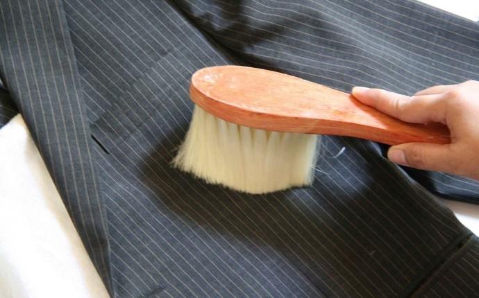 Щетка для чистки костюма от пыли