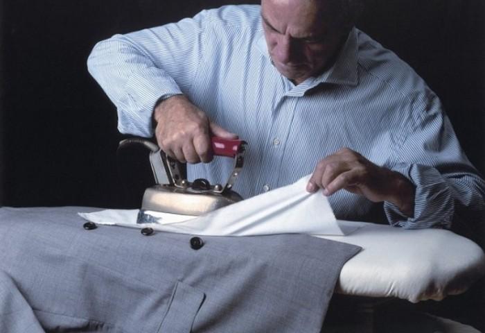 Тщательное отпаривание пиджака утюгом