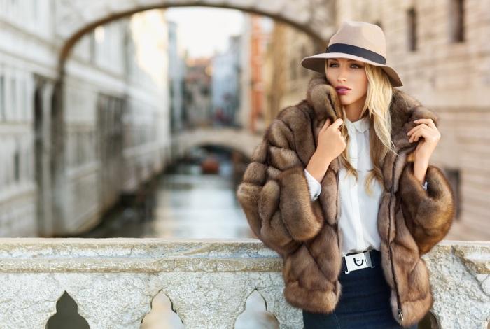 Красивый и теплый женский наряд