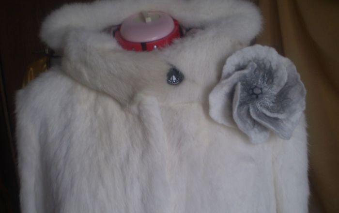 Шуба из белого меха кролика