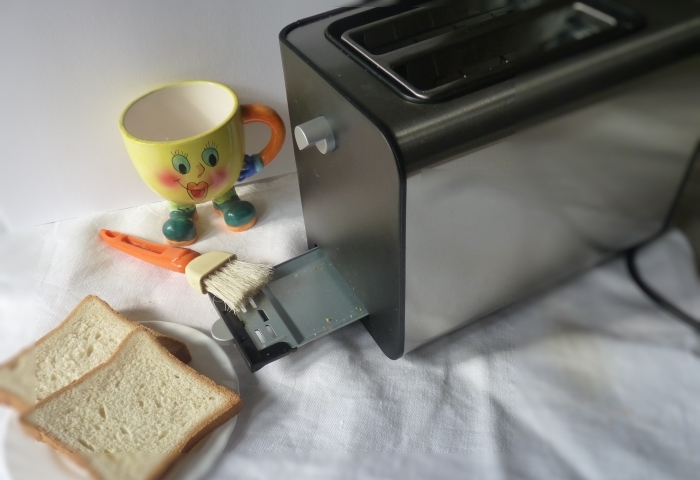 Подготовка к чистки домашнего тостера