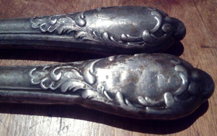 Грязные ручки мельхиоровых ножей
