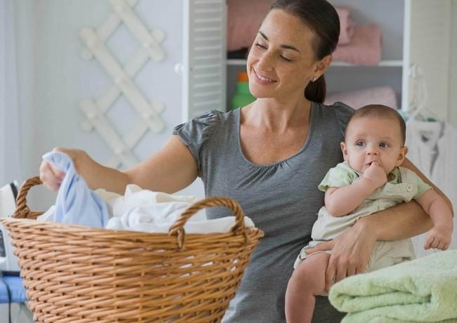Стирка одежды малыша в стиральной машине
