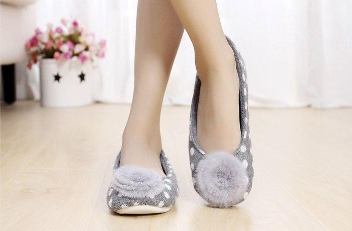 Разнообразная женская обувь для дома