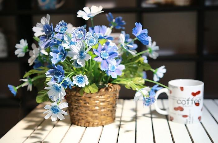 Живой цветок без мошек