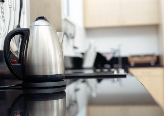 Как почистить электрический чайник