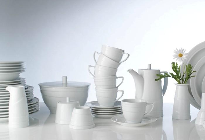 Чистая посуда, готовая к использованию