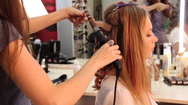 Завивка волос в парикмахерской