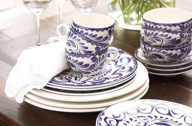 Фарфоровая посуда с расцветкой под гжель